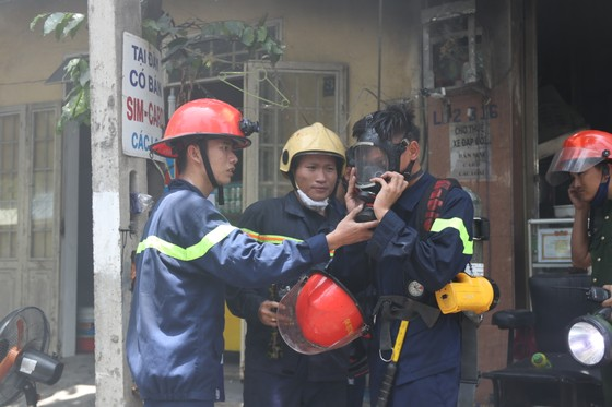 Đà Nẵng: Cháy lớn trong khu dân cư, nhiều người hoảng loạn ảnh 4
