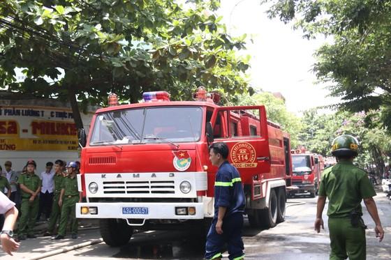 Đà Nẵng: Cháy lớn trong khu dân cư, nhiều người hoảng loạn ảnh 1