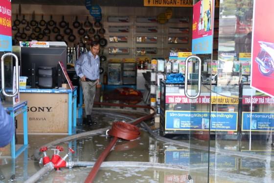 Đà Nẵng: Cháy cửa hàng Điện Máy Xanh Ngũ Hành Sơn ảnh 2