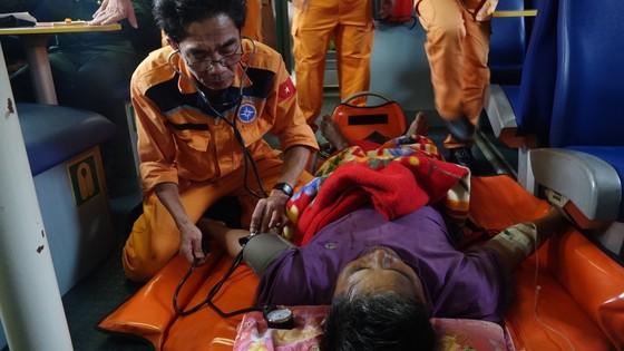 Kịp thời cứu ngư dân gặp nguy kịch ở Hoàng Sa  ảnh 2