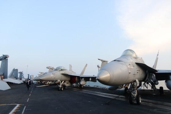 Tận mắt chiêm ngưỡng tàu sân bay USS Carl Vinson tại Đà Nẵng ảnh 8