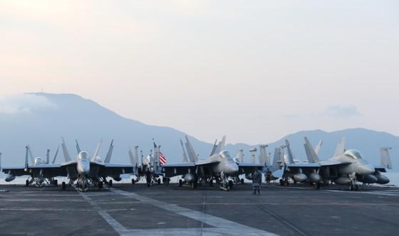 Tận mắt chiêm ngưỡng tàu sân bay USS Carl Vinson tại Đà Nẵng ảnh 9