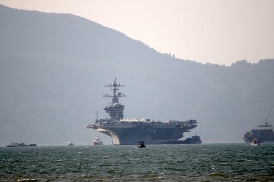 Tận mắt chiêm ngưỡng tàu sân bay USS Carl Vinson tại Đà Nẵng ảnh 13