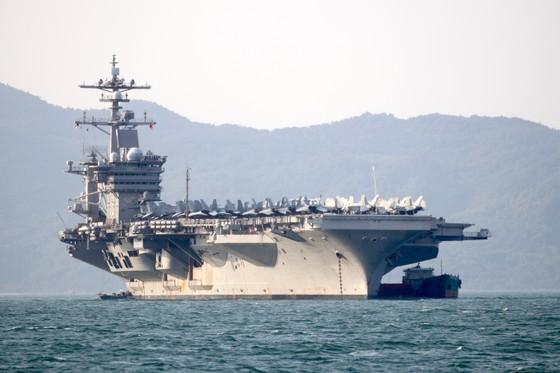 Tận mắt chiêm ngưỡng tàu sân bay USS Carl Vinson tại Đà Nẵng ảnh 2
