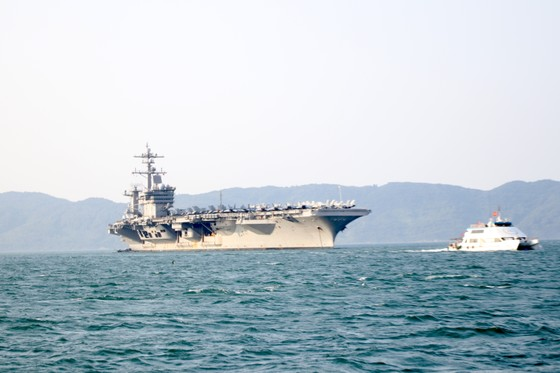 Tận mắt chiêm ngưỡng tàu sân bay USS Carl Vinson tại Đà Nẵng ảnh 3