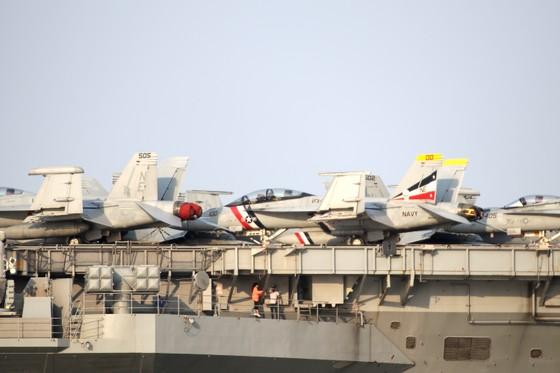 Tận mắt chiêm ngưỡng tàu sân bay USS Carl Vinson tại Đà Nẵng ảnh 4