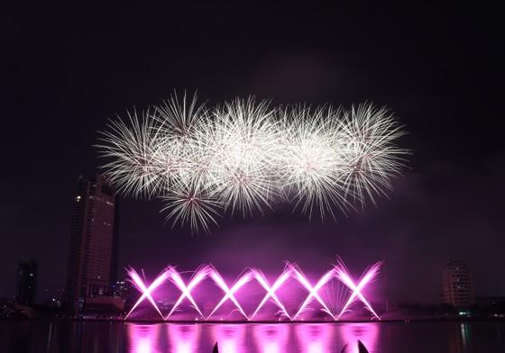 Bầu trời Đà Nẵng rực rỡ pháo hoa  ảnh 24