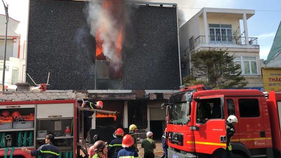 Cháy dữ dội ở quán bar giữa trung tâm TP Đà Nẵng  ảnh 11