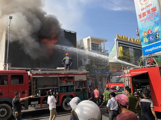Cháy dữ dội ở quán bar giữa trung tâm TP Đà Nẵng  ảnh 3