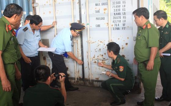 Biểu dương vụ bắt ngà voi, vảy tê tê tại cảng Tiên Sa ảnh 1
