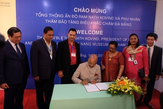 Tổng thống Ấn Độ và Phu nhân thăm bảo tàng điêu khắc Chăm Đà Nẵng và Di tích Mỹ Sơn ảnh 6