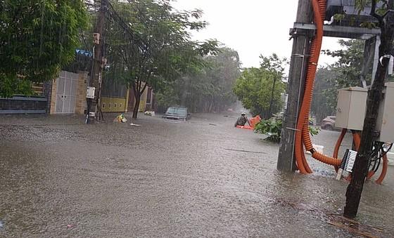 Đà Nẵng cấp bách ứng phó với ngập sâu do mưa lớn kéo dài  ảnh 5