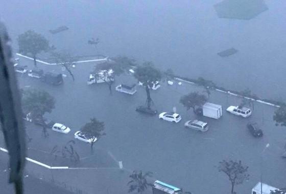 Mưa to trắng đêm, nhiều khu vực TP Đà Nẵng ngập nặng  ảnh 18