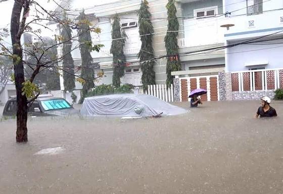 Đà Nẵng cấp bách ứng phó với ngập sâu do mưa lớn kéo dài  ảnh 9