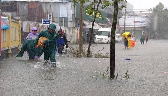 Đà Nẵng cấp bách ứng phó với ngập sâu do mưa lớn kéo dài  ảnh 10