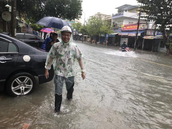 Đà Nẵng cấp bách ứng phó với ngập sâu do mưa lớn kéo dài  ảnh 4