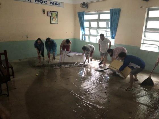 Mưa ngập bất thình lình, ngày mai 10-12, học sinh - sinh viên trên toàn thành phố Đà Nẵng được nghỉ học ảnh 10