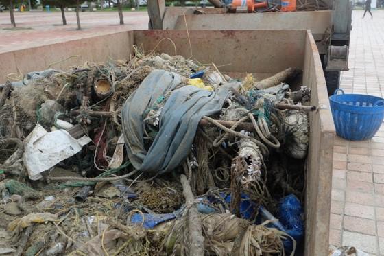 Đà Nẵng: Ra quân dọn sạch các bãi biển du lịch sau mưa lớn ảnh 8