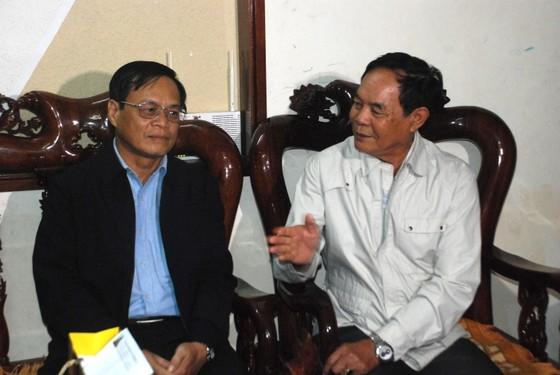Chủ tịch UBND huyện Hoàng Sa thăm và tặng quà các nhân chứng  ảnh 2