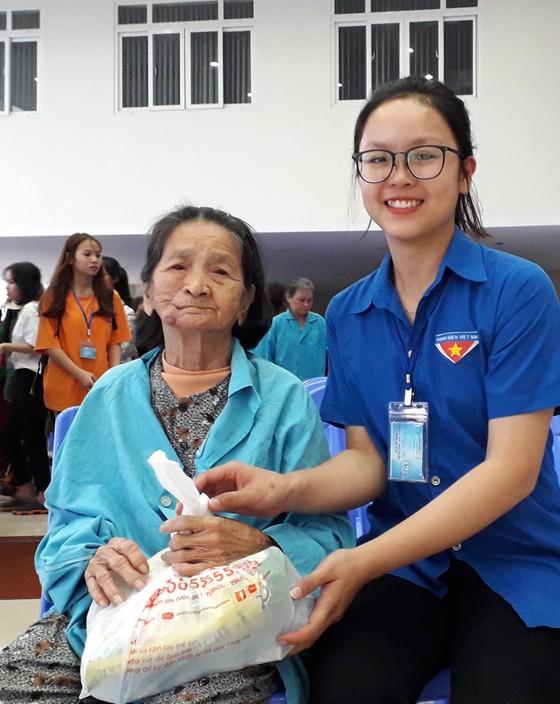 Mang Xuân đến cho bệnh nhân ung thư ảnh 3