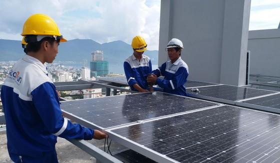 Đà Nẵng: Hộ gia đình lắp hệ thống điện mặt trời áp mái để giảm tiền điện ảnh 1
