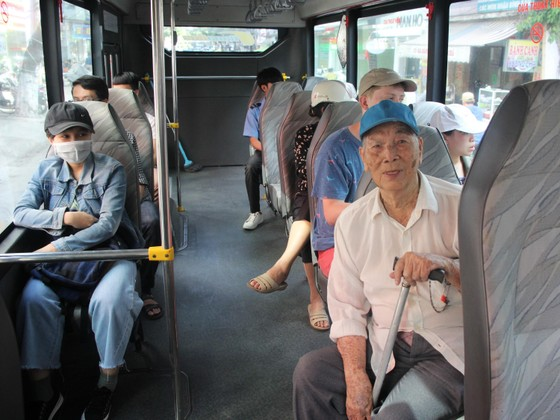 Xe buýt nội thị Đà Nẵng: Nâng cao chất lượng, trợ giá để 'hút' khách tham gia ảnh 1