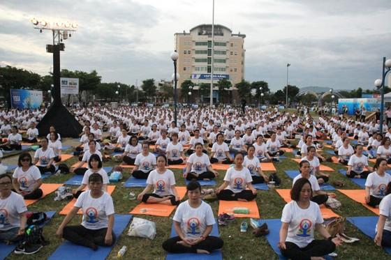 Hơn 1.000 người tham gia đồng diễn Yoga ảnh 1