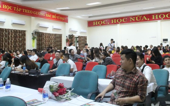 Hơn 1.500 người lao động tham gia ngày hội việc làm ảnh 1