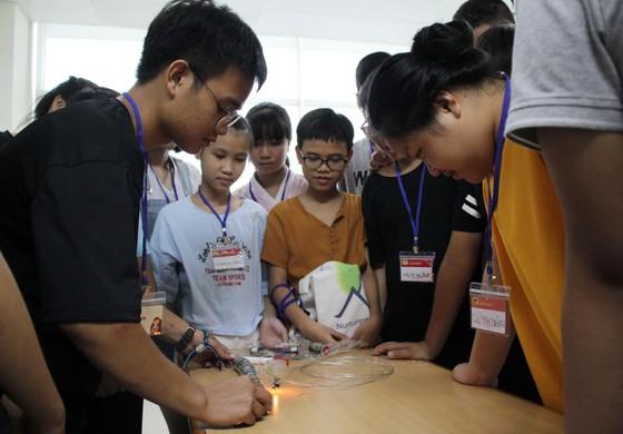 Lan tỏa niềm đam mê khoa học cho học sinh ảnh 3