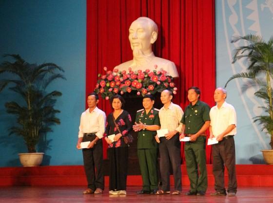 Phát động phong trào CCB Việt Nam gương mẫu thực hiện và vận động nhân dân giữ gìn trật tự ATGT ảnh 2