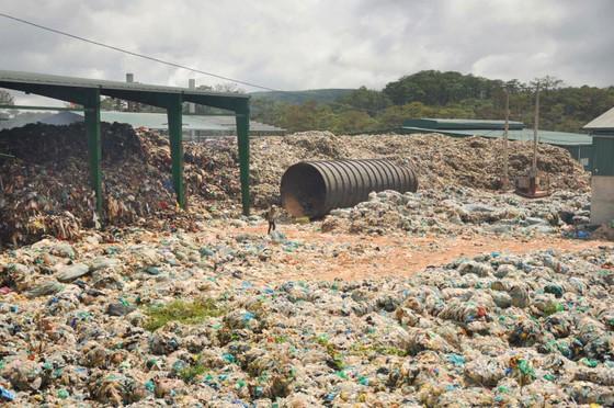 Nhà máy xử lý chất thải rắn Đà Lạt chôn trái phép hàng chục ngàn tấn rác ảnh 6