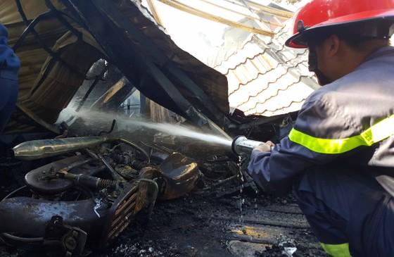 Cháy lớn thiêu rụi quán cà phê xe cổ ở Đà Lạt ảnh 1