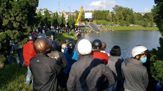 Đà Lạt: Xe tải lao xuống hồ Xuân Hương ảnh 3