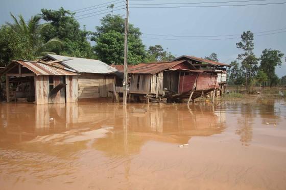 Bản làng xơ xác sau vụ vỡ đập thủy điện ở Lào ảnh 12