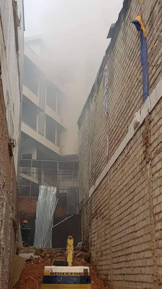 Cháy lớn tại beer club ở trung tâm Đà Lạt  ảnh 8