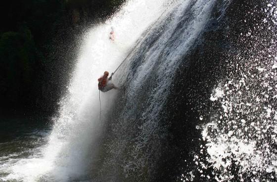 Tạm dừng các tour mạo hiểm sau vụ du khách Hàn Quốc tử vong khi nhảy thác ảnh 2
