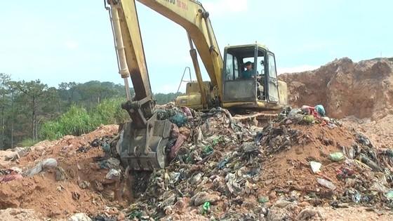 """Nhà máy xử lý rác chôn rác """"chui"""" bị phạt 350 triệu đồng ảnh 3"""