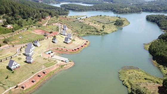 19 nhà gỗ không phép tại KDL Quốc gia hồ Tuyền Lâm đã được di dời ảnh 4