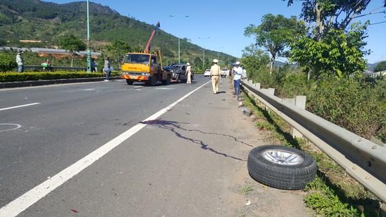 Xe ô tô lộn nhiều vòng trên cao tốc, 1 người chết, 1 người bị thương ảnh 3