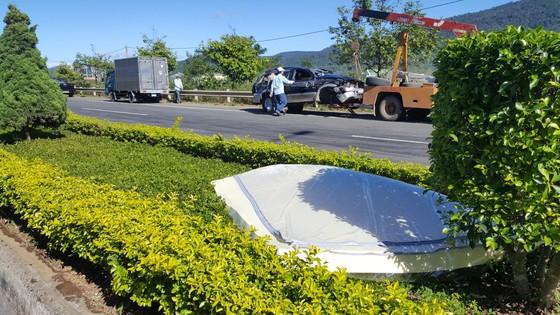 Xe ô tô lộn nhiều vòng trên cao tốc, 1 người chết, 1 người bị thương ảnh 4