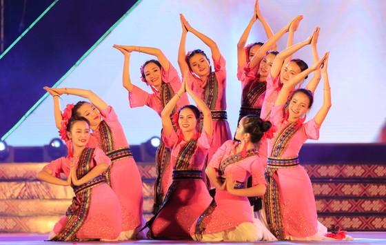 Tôn vinh thổ cẩm trong đêm khai mạc Lễ hội Văn hoá thổ cẩm Việt Nam lần thứ I ảnh 11