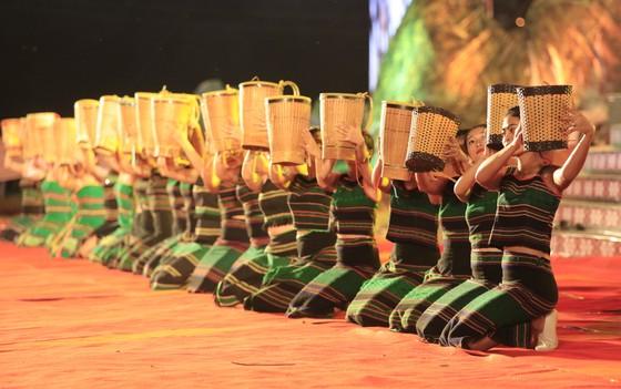Tôn vinh thổ cẩm trong đêm khai mạc Lễ hội Văn hoá thổ cẩm Việt Nam lần thứ I ảnh 5