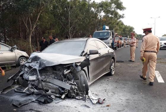Khởi tố lái xe ô tô lao qua làn ngược chiều trên cao tốc khiến 2 người tử vong ảnh 2