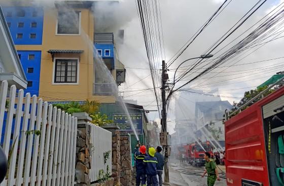 Hỏa hoạn thiêu rụi căn nhà ở trung tâm Đà Lạt ảnh 1