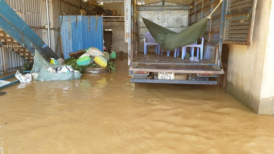 Nước lũ gây ngập nặng ở TP Bảo Lộc ảnh 2