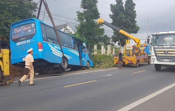 Xe ô tô chở 26 người đi du lịch Đà Lạt lao sang làn đường gây tai nạn ảnh 3