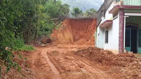 Múc trúng hầm đạn ở đèo Bảo Lộc khi đào hố di dời cột điện ảnh 3