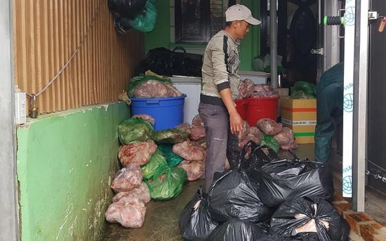 Phạt cơ sở trữ 8 tấn thịt heo 'bẩn' hơn 100 triệu đồng  ảnh 1
