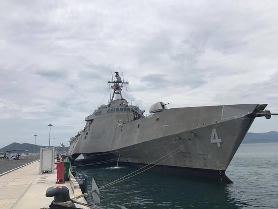 Hai tàu hải quân Hoa Kỳ cập Cảng quốc tế Cam Ranh ảnh 2