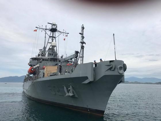 Hai tàu hải quân Hoa Kỳ cập Cảng quốc tế Cam Ranh ảnh 1